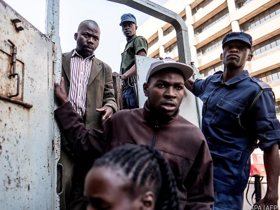 Festgenommene aus dem MDC-Hauptquartier