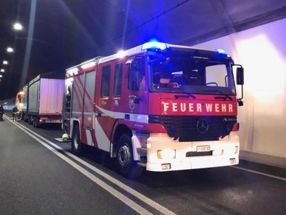 ff-auer Lkw Brand Tunnel
