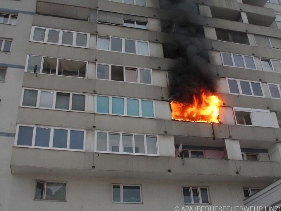 Fünf Personen mussten mit Rauchgasvergiftung ins Krankenhaus