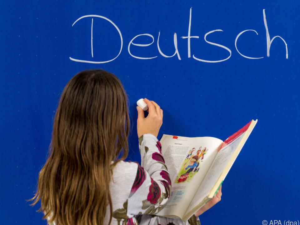 Für Deutschklassen muss in anderen Bereichen gespart werden