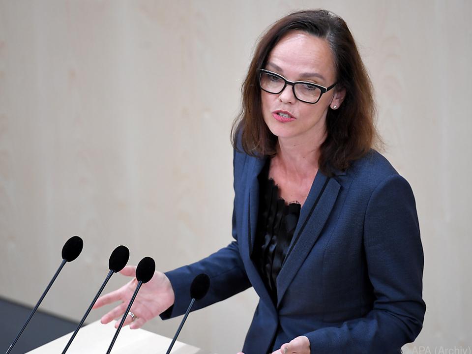 Hammerschmid (SPÖ) kritisiert eine \