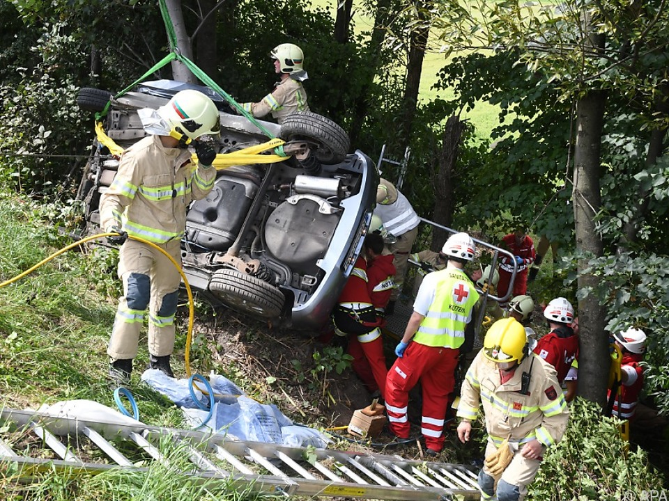 Im Auto saßen fünf Menschen, zwei starben