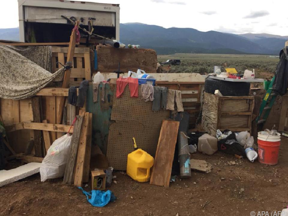 In dem Versteck wurden elf verwahrloste Kinder gefunden