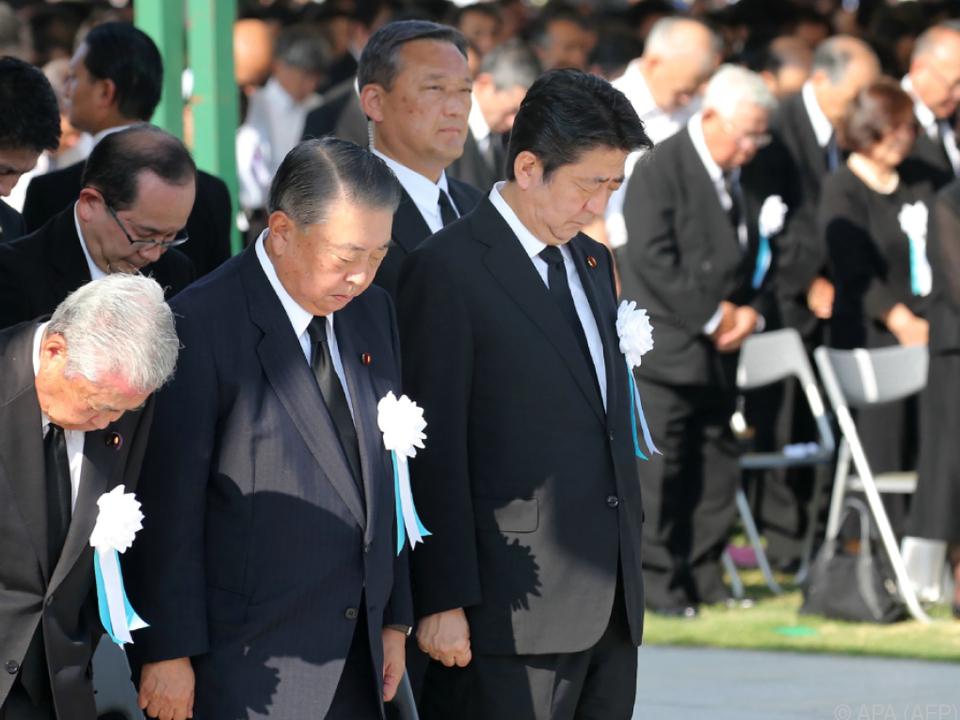 Japans Premierminister Shinzo Abe bei der Gedenkzeremonie