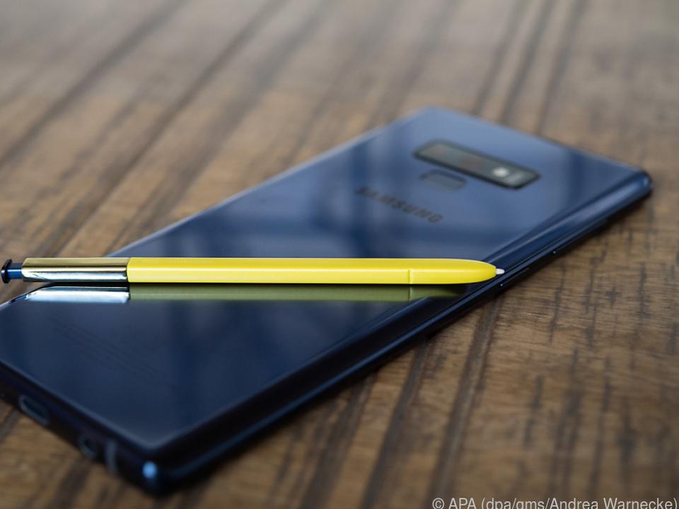 Der Bedienstift S Pen wurde überarbeitet und funkt nun via Bluetooth