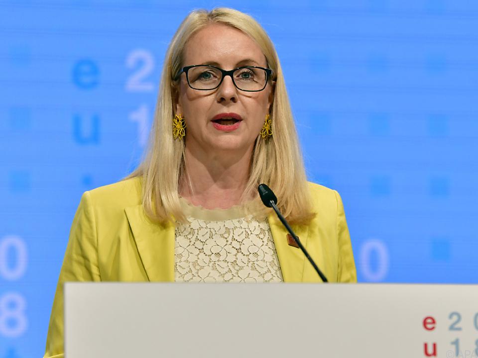 Kritik an der Vorgehensweise von Wirtschaftsministerin Schramböck