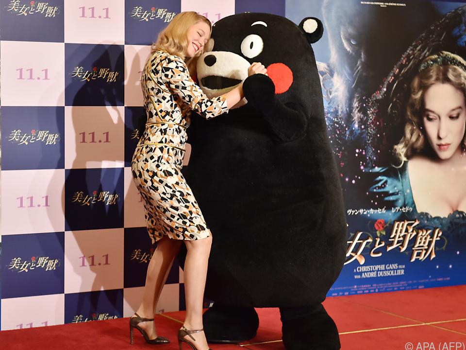 Kumamon auf Tuchfühlung mit Schauspielerin Lea Seydoux