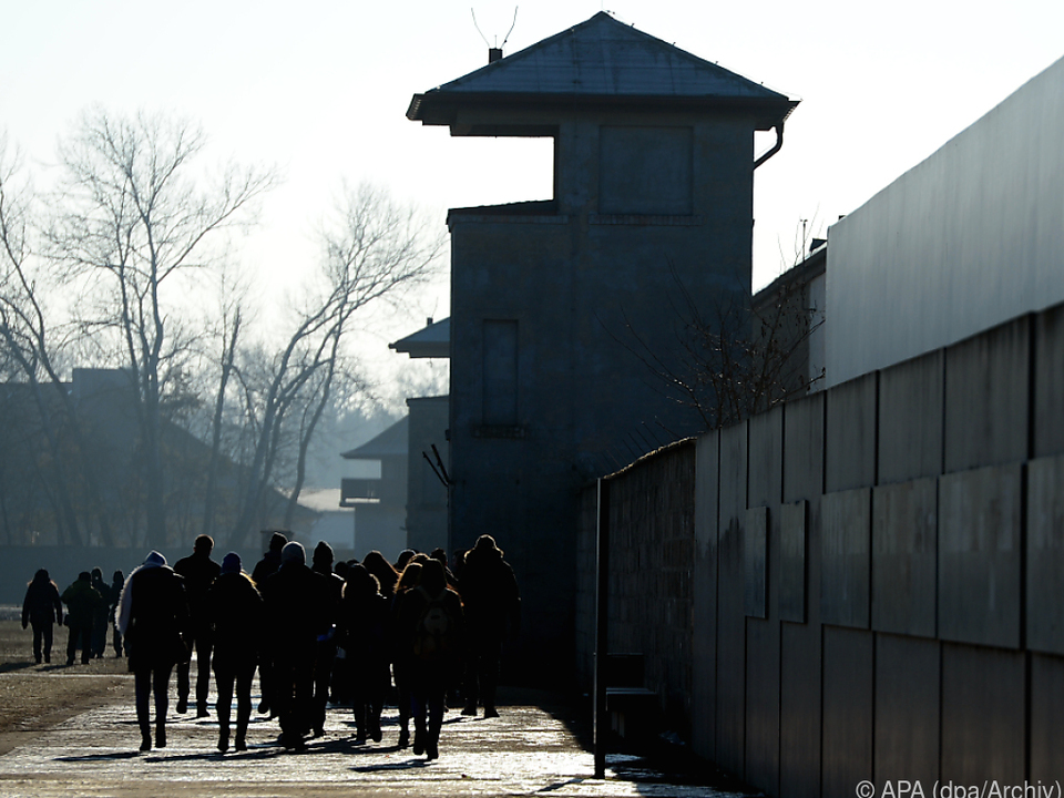 Laut Bericht wurde die Existenz von Gaskammern in Zweifel gezogen