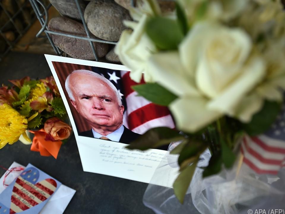McCain warnte, Patriotismus mit Stammesrivalitäten zu verwechseln\