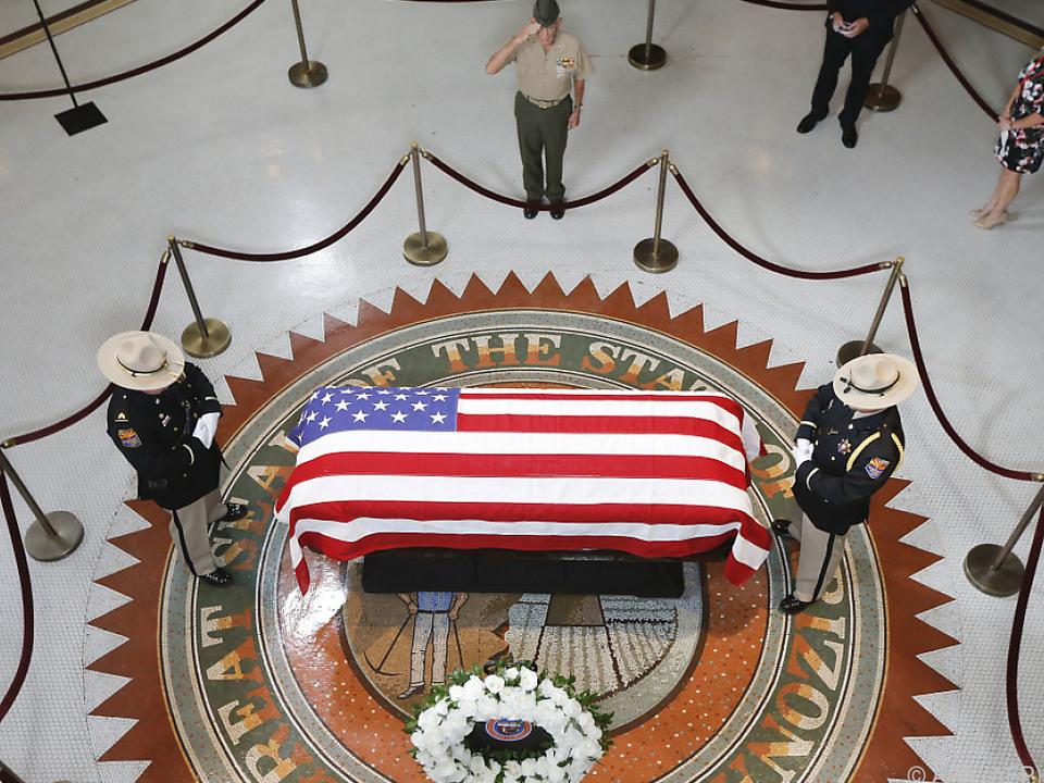 McCains Leiche wurde in Arizona aufgebahrt