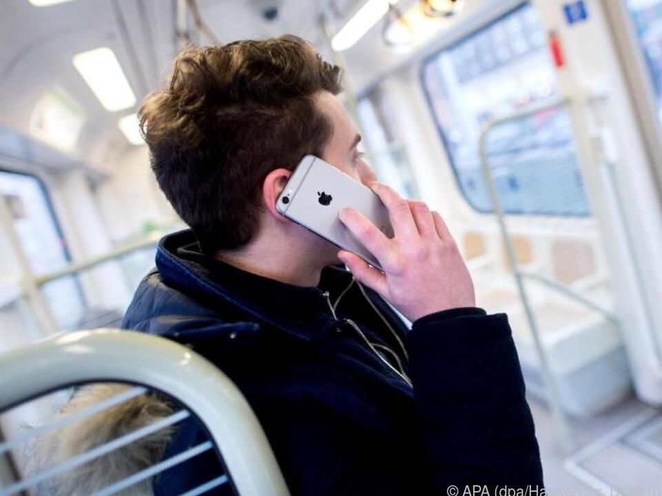 Mit Anklopfen/Makeln kann man zwischen Telefongesprächen hin und her wechseln