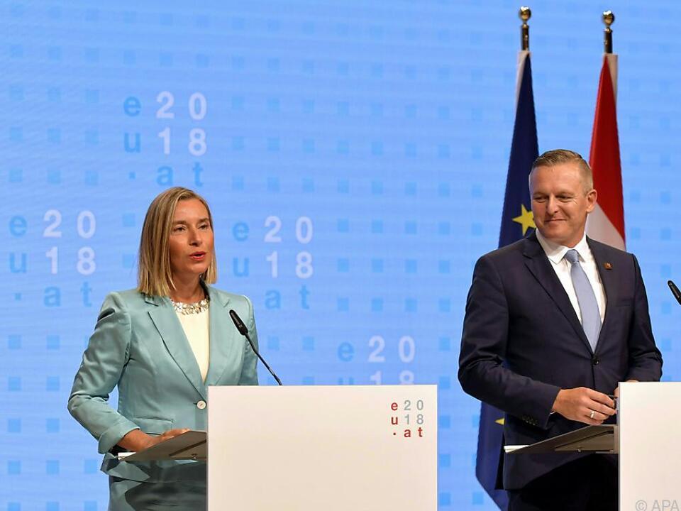 Mogherini bei Pressekonferenz mit Kunasek