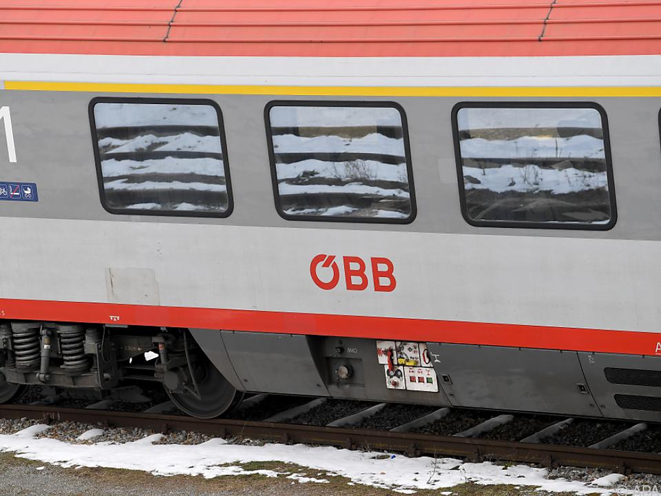 Neue Waggons für die ÖBB sind auf Schiene