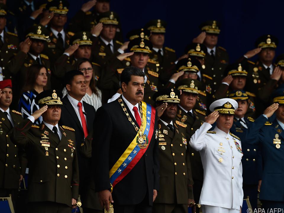 Präsident Maduro spricht von einem Anschlag