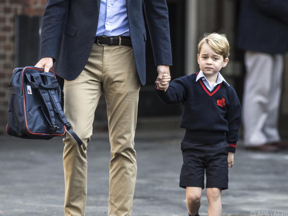 Prinz George überzeugt mit seinen kurzen Hosen