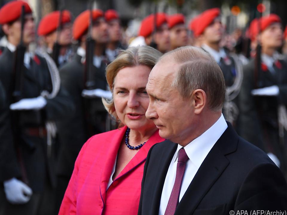 Putins Hochzeitbesuch lässt die Wogen hochgehen