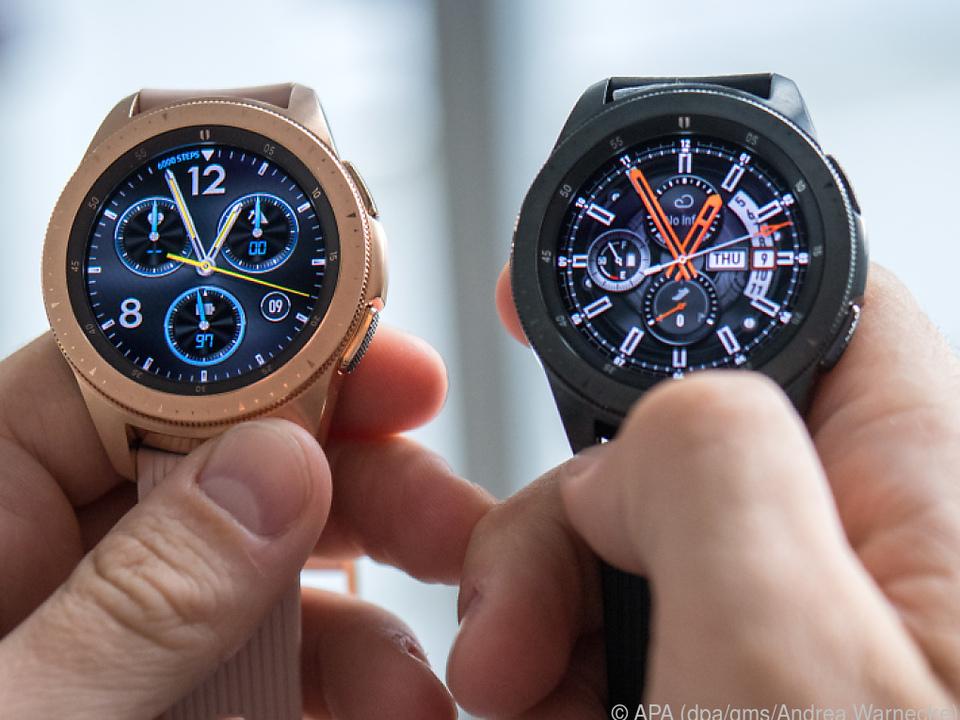 Die 42-Millimeter-Version gibt es in den Farben Roségold und Schwarzgrau
