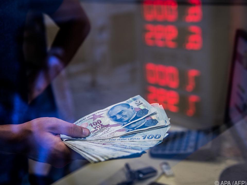Seit Jahresbeginn verlor die Lira deutlich auf den Dollar