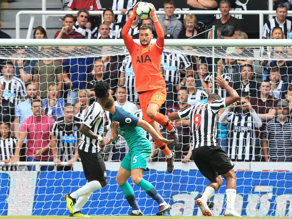 Tottenham-Goalie Hugo Lloris beweist Sprungkraft
