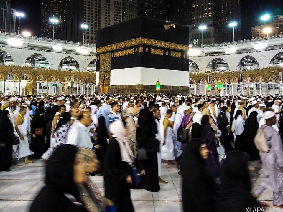Umrundung der Kaaba im Hof der Großen Moschee