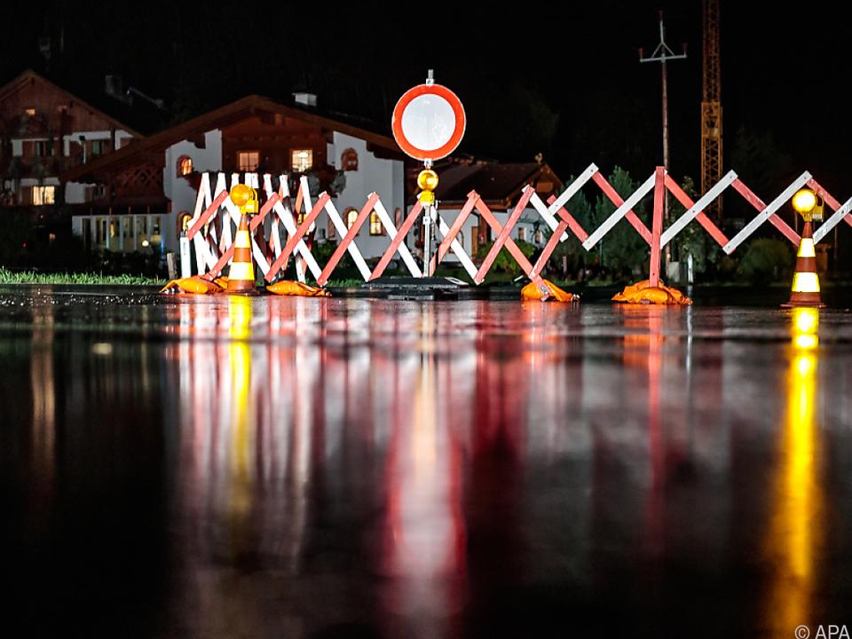 Unwetter führten zu Verkehrsbehinderungen sperre sym