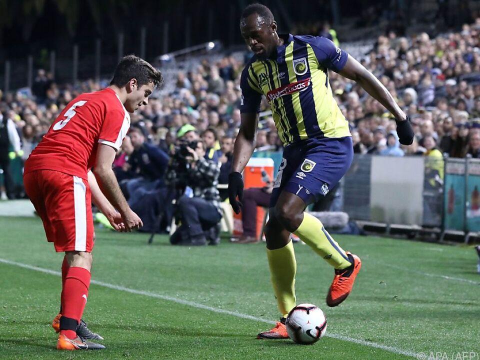 Usain Bolt bei seinem ersten Einsatz als Fußballer