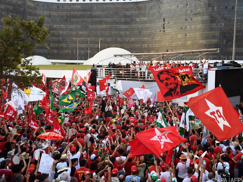 Vertraute reichten die Kandidatur Lulas ein