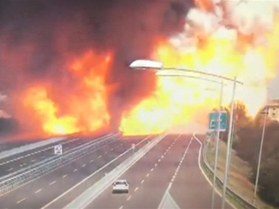 Video zeigt Tanklaster-Explosion nach Unfall