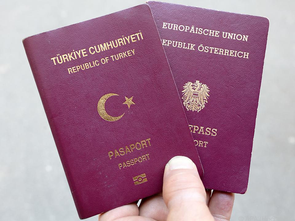 Viele eingebürgerte Türken haben zwei Pässe