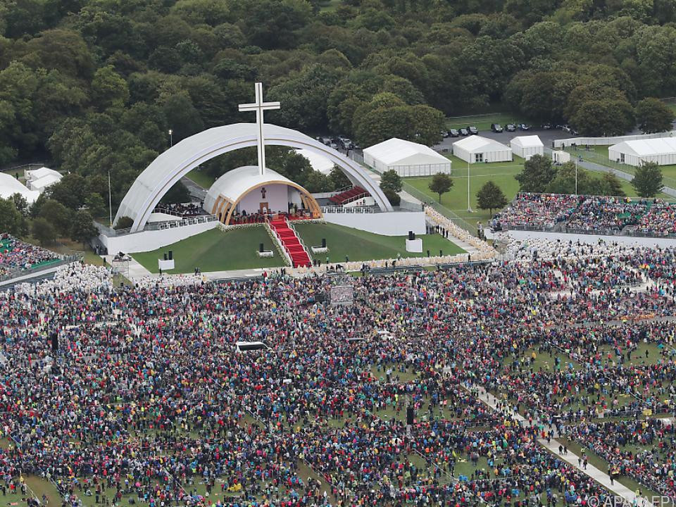 Viele Menschen kamen zur Abschlussmesse mit dem Papst