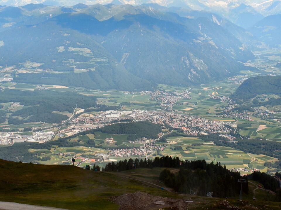 Blick auf Bruneck vom Kronplatz