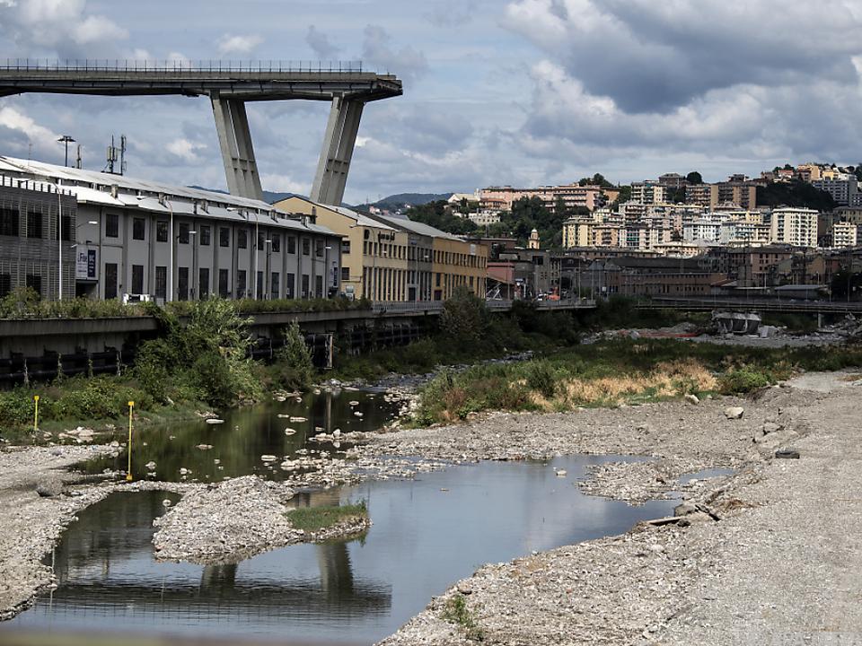 Anfang September stürzte ein Teil der Autobahnbrücke ein
