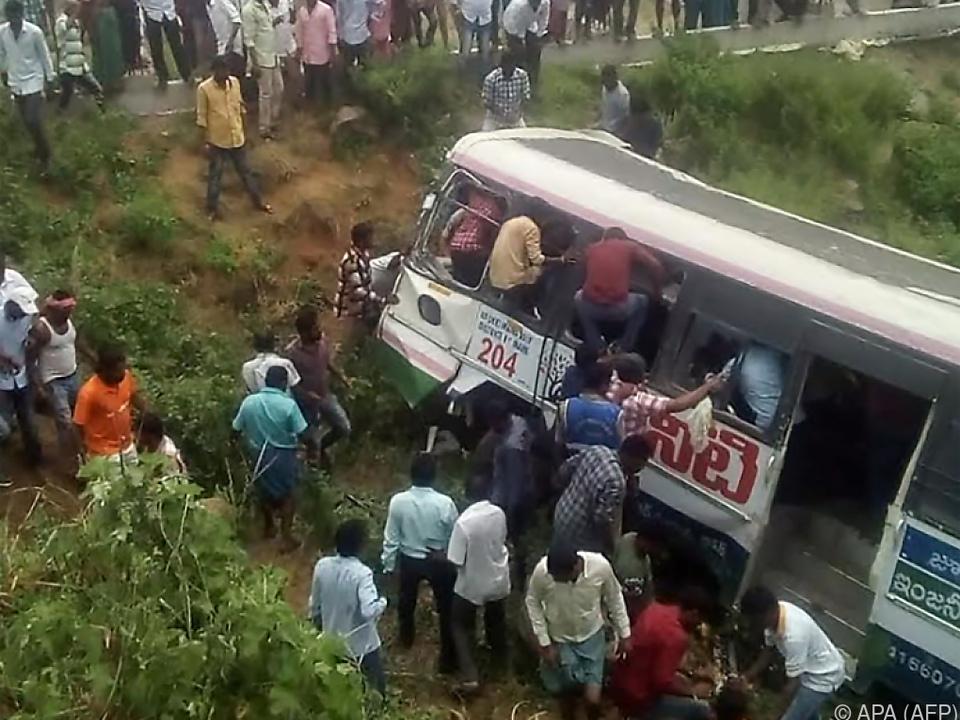 Bus stürzte in Abgrund