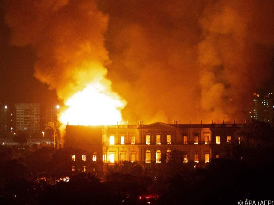 Das Gebäude brannte lichterloh