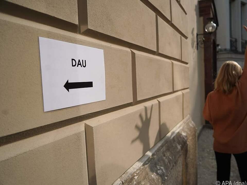 Das Projekt DAU bohrt in den Wunden des Kalten Kriegs