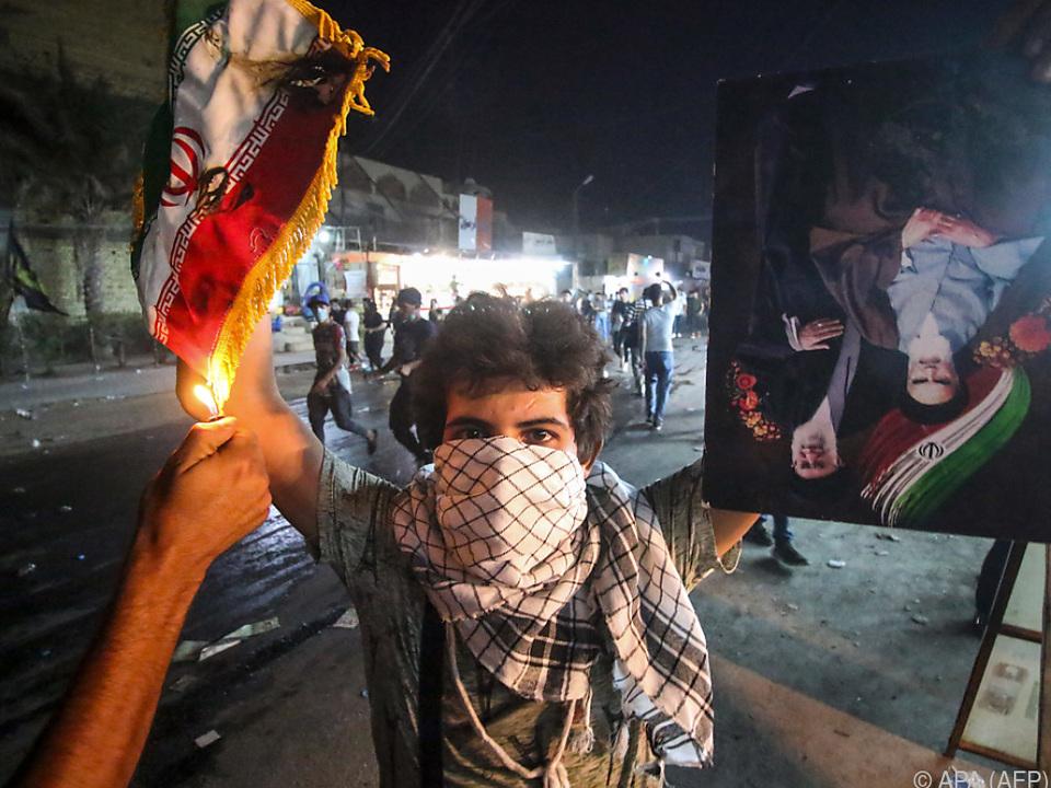 Demonstranten hatten das iranische Konsulat in Basra gestürmt