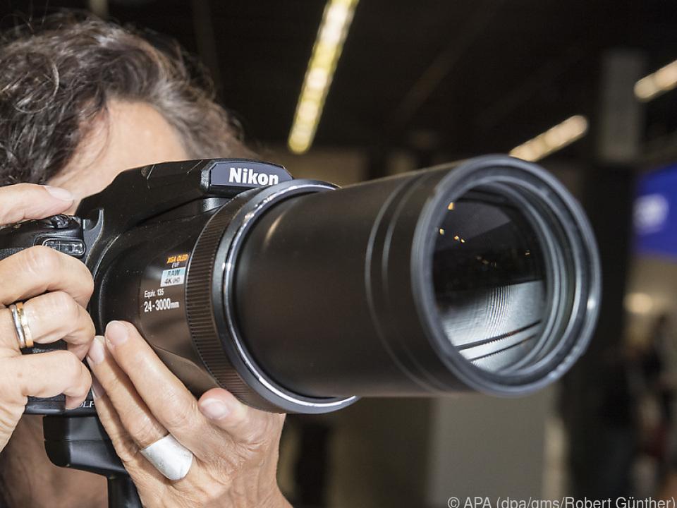 Die Nikon Coolpix P1000 prunkt mit einem 125-fach vergrößerndem Zoomobjektiv