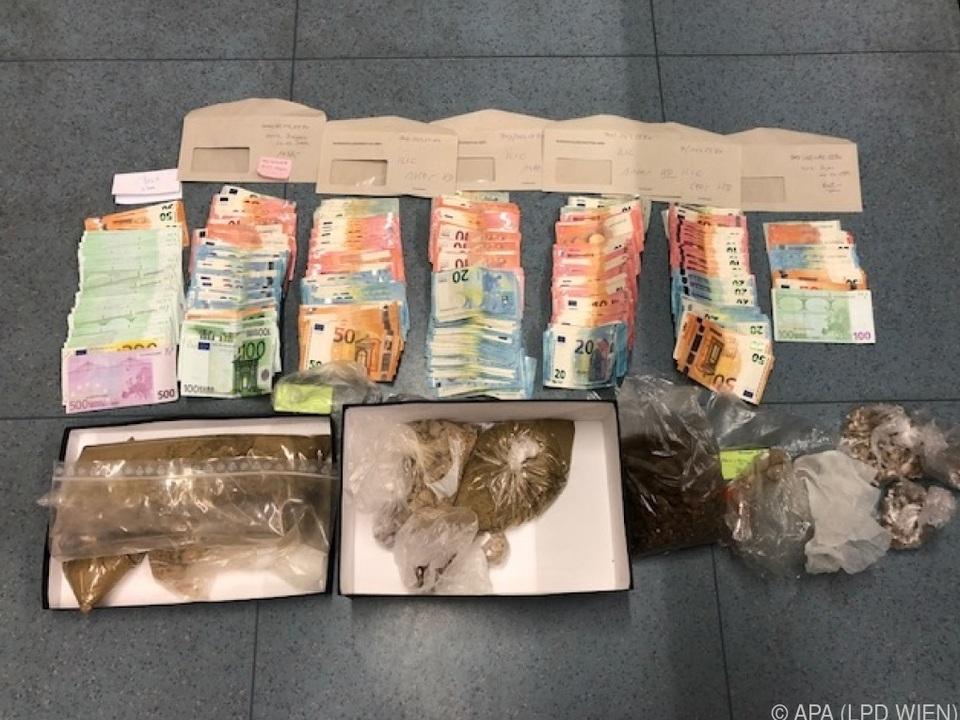 Die Täter sollen kiloweise Heroin gehandelt haben