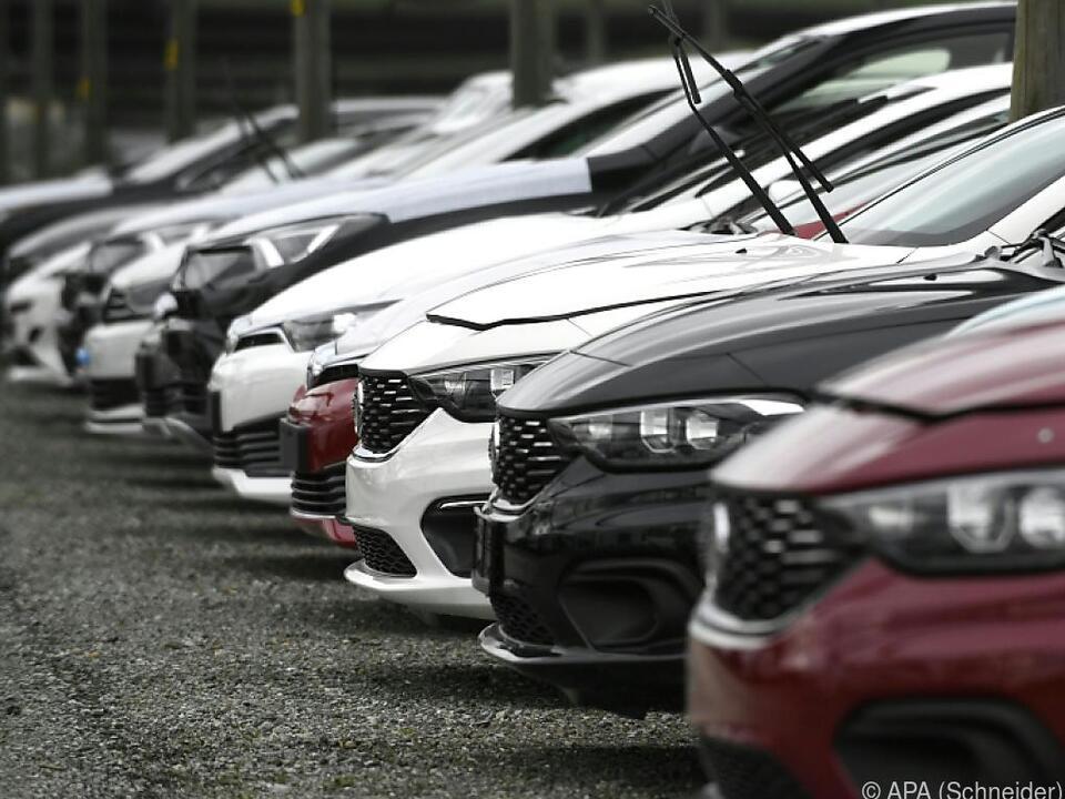 Dier Kohlendioxid-Ausstoß bei Autos soll reduziert werden