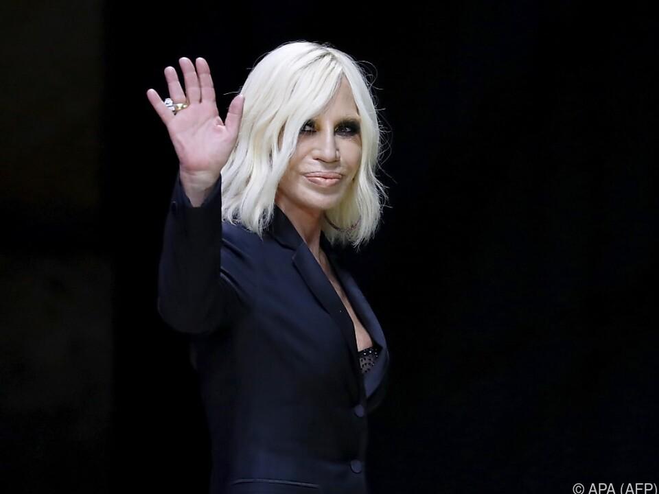 Donatella Versace bleibt Chefdesignerin