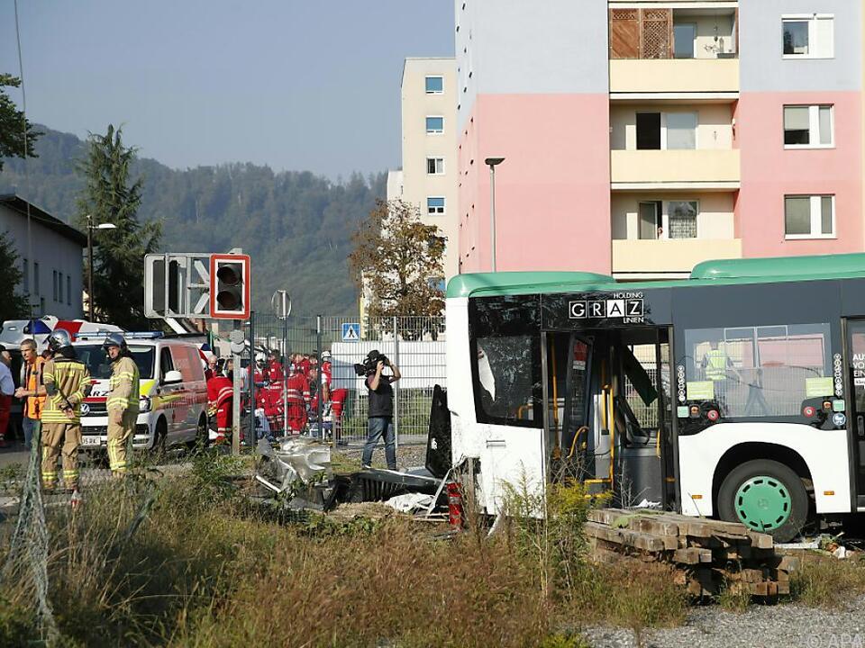 Ein Zug und ein Bus der Graz Linien stießen zusammen