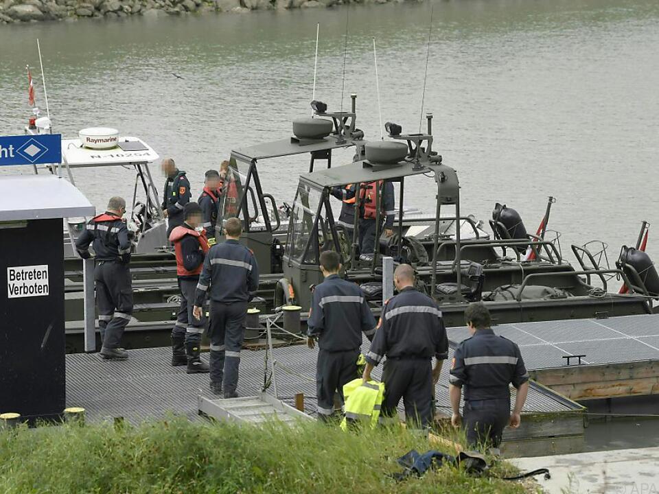 Einsatzkräfte bei der Unfallstelle