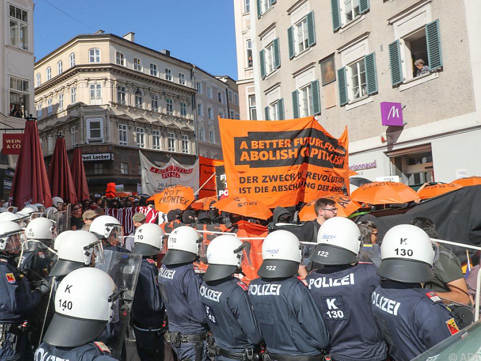 Es kam zur Konfrontation zwischen Protestanten und Polizei