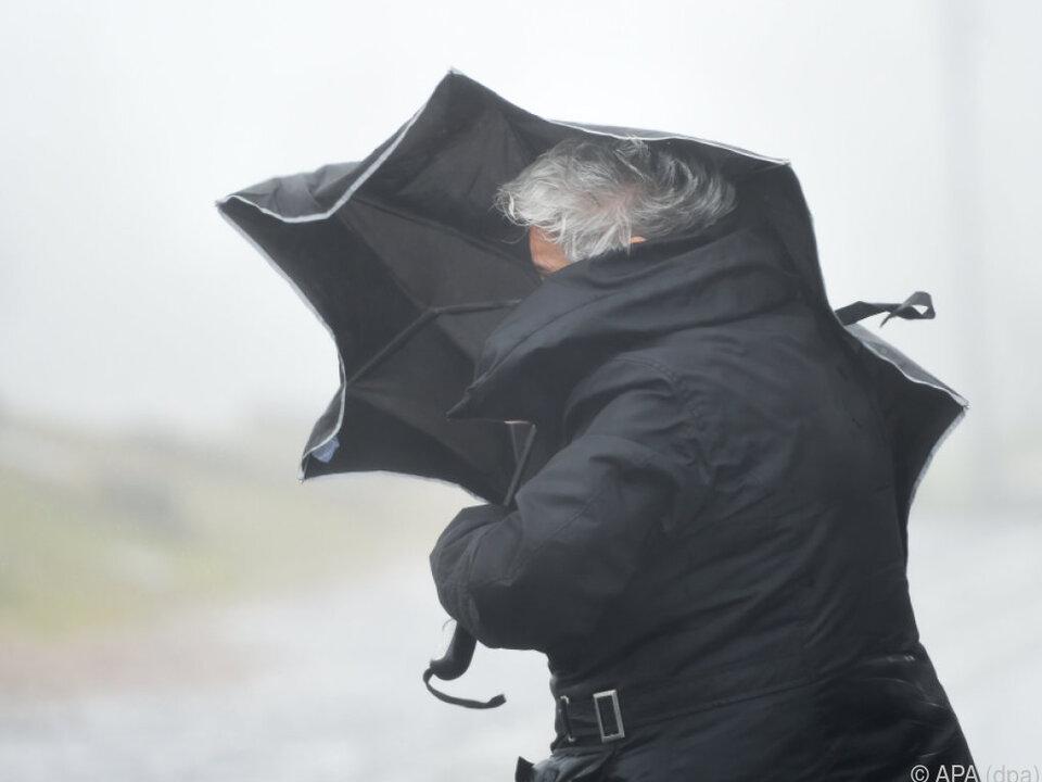 Es war zwar windig, aber weniger schlimm als befürchtet sturm regen gewitter wind