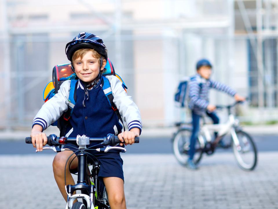 schule sym schulweg fahrrad fahrradhelm schüler