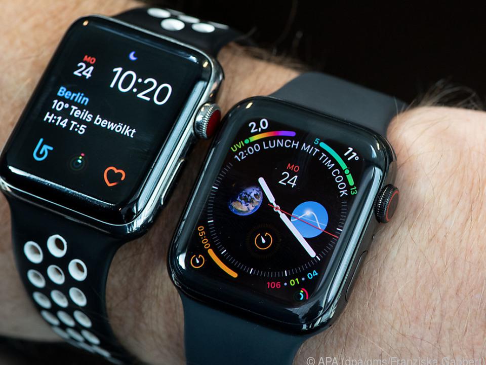 Bei der Apple Watch 4 (re.) lassen sich auch mehr Informationen anzeigen