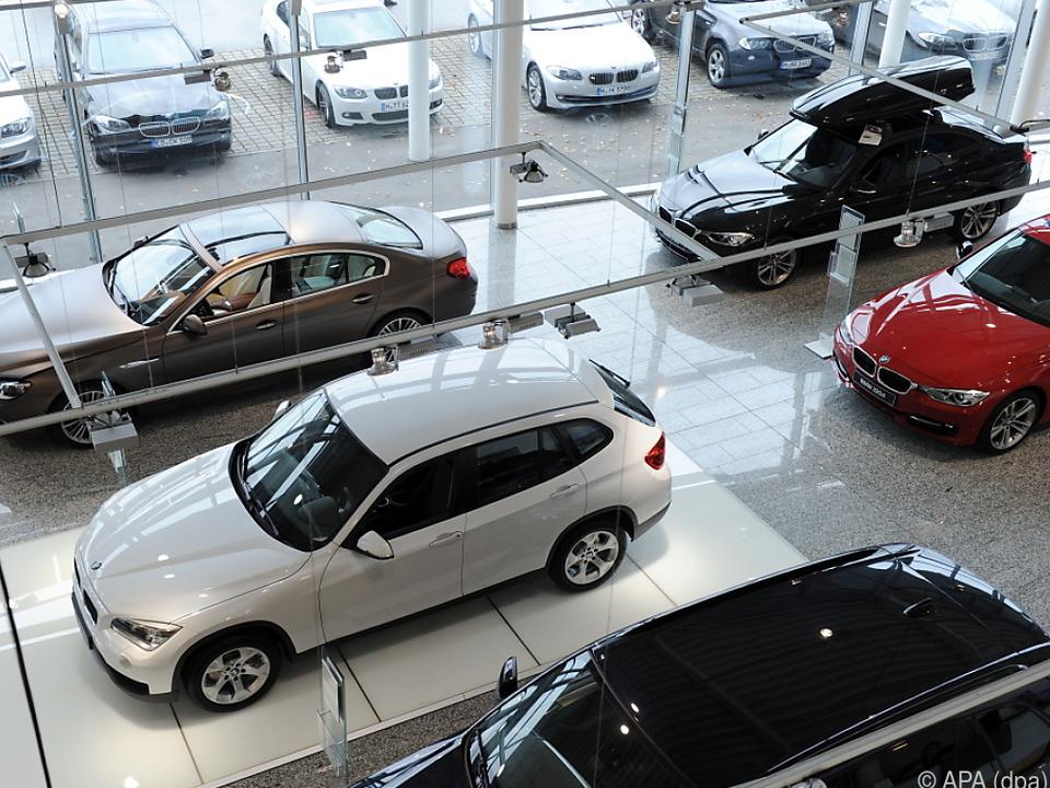 Im August wurden im Jahresvergleich deutlich mehr Autos zugelassen