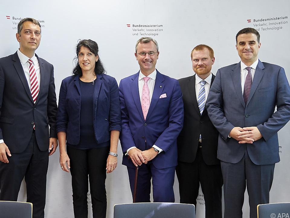 Infrastrukturminister Hofer stellte die Stiftungsprofessoren vor