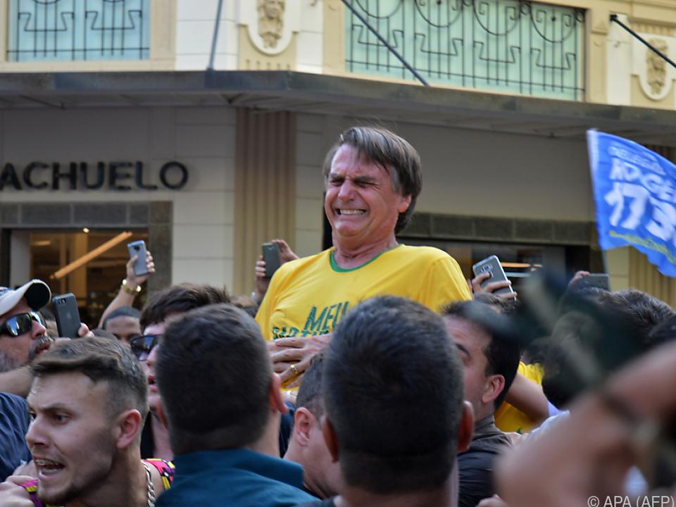 Jair Bolsonaro mit schmerzverzerrtem Gesicht nach der Messerattacke