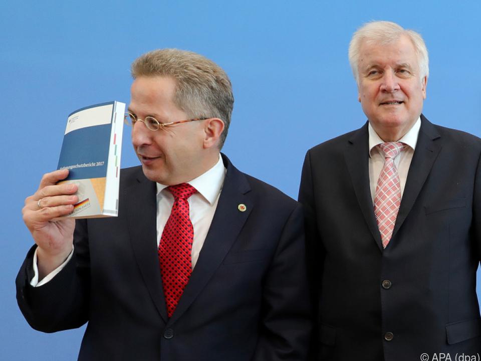 Maaßen (l.) gibt sich als besorgter Verfassungsschutz-Präsident